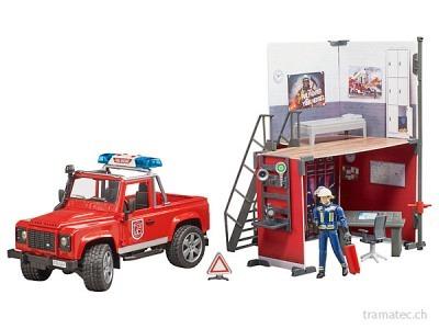 Bruder Feuerwehrstation mit Land Rover Defender und Feuerwehrmann