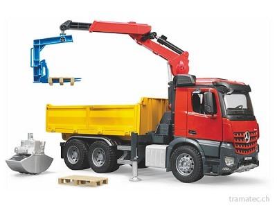 Bruder MBArocs Baustellen-LKW mit Kran, Schaufelgreifer, Palettengabeln und 2 Paletten - 03651