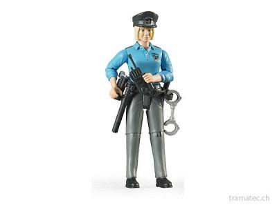 Bruder Polizistin mit hellem Hauttyp und Zubehör